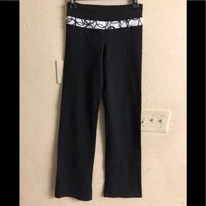 Lululemon black yoga pants size 6 , like new